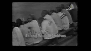 لقطة نادرة للثعلب الكبير حمادة إمام في مباراة إعتزاله وهو يحمل إبنه