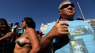 Argentiniens Frauen protestieren gegen Oben-ohne-Verbot
