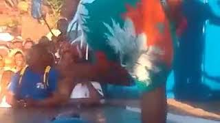 Demu wa chuo akata mauno juu ya mashine na kumwagq radhi hadharani..... FOR MORE VIDEOS SUBSCRIBER