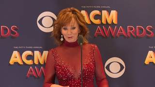 Reba Reflects on Hosting the 53rd ACM Awards