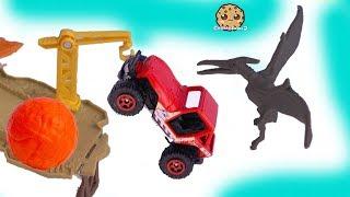 Lava Ball Chases Jeep ! Jurassic World Dinosaur Movie Toy Playset