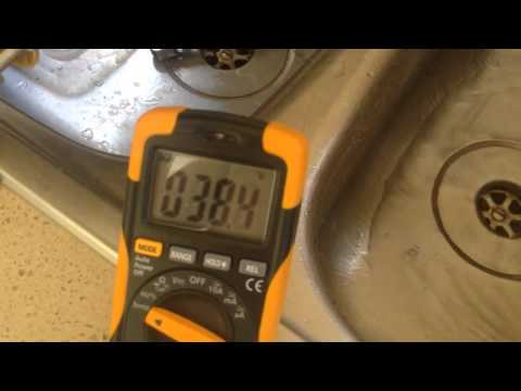 Cold tap VS hot tap — Adelaide, Australia, +43 weather.