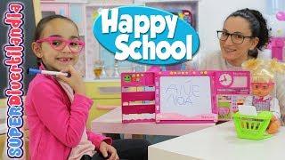 Profesora Andrea con Nenuco Happy School y las alumnas Raquel e Irene.