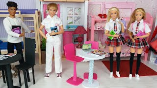 Two Barbie and two Kens morning routine in Barbie bedroom