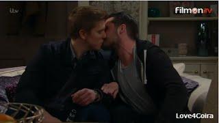 Aaron & Robert - THE KISSES (5)