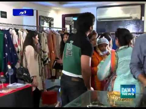 Women Fight in Lahore on Black Friday