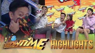 It's Showtime MiniMe 3: Minime Steffanie notices Cardo's enemy