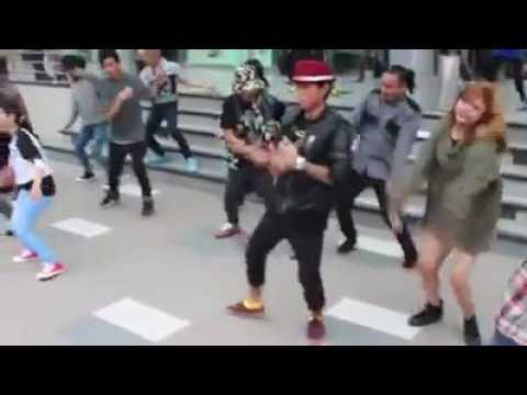ျမန္မာ Dancer ေတြရဲ႕ Hledan Center ေရွ႕က Flash MOB (အရမ္းမိုက္တယ္)