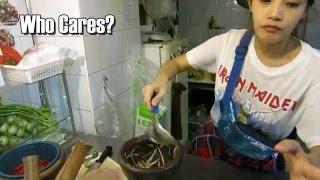 Beautiful Thai girl makes Street Food Som Tam in Bangkok