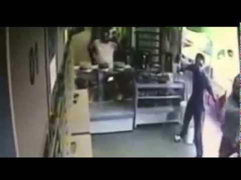 Vídeo Momento exato em que policial mata ladrão e evita roubo no DF
