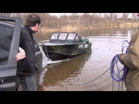 спуск лодки машиной