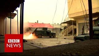 Mosul battle: Hundreds of thousands caught in urban warfare - BBC News