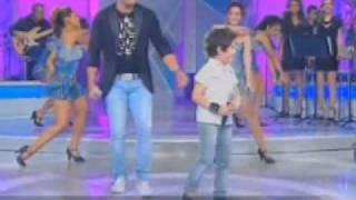 Hugo Henrique  e Cristiano Araujo cantando Efeitos Programa Raul Gil