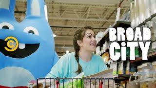 Broad City - Abbi and Bingo Bronson Go to Whole Foods
