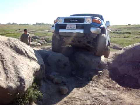 FJ Cruiser attempting the big rocks...