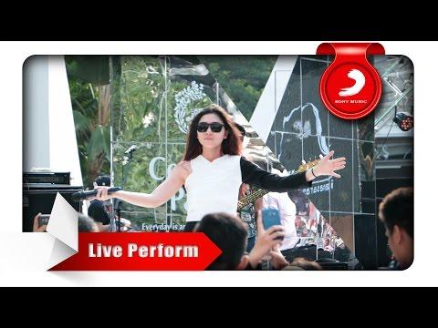 Isyana Sarasvati - Tetap Dalam Jiwa [Live Perform at Central Park] mp3