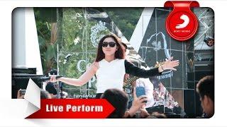 Isyana Sarasvati - Tetap Dalam Jiwa [Live Perform at Central Park]