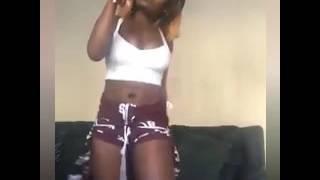 Uswazi balaaa mwanafunzi akikata mauno Dj ice. 🎤📺📺