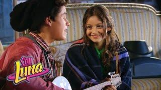 Luna e Simón cantam