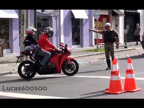 Blitz pega várias motos em Curitiba