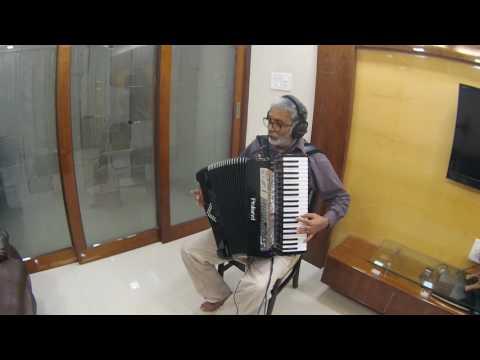 Aaja Sanam Madhur Chandni me hum Instrumental on Roland V Accordion FR 8X