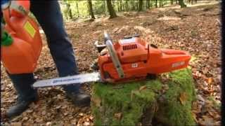 How to work with a chainsaw - Tutorial from Husqvarna