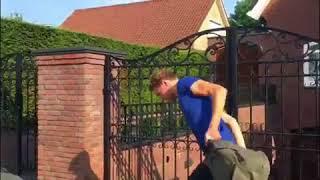 Jan Smit woedend op poepende student voor zijn huis