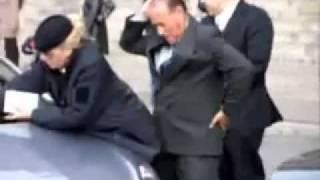 فضيحة رئيس وزراء ايطاليا في الشارع
