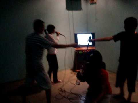 Thác loạn trong quán karaoke