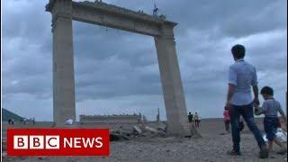 Drought reveals sunken Thai temple - BBC News