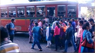 See How Women Get In To Crowded BEST Bus During Peak Office Hours Mumbai India 2015 [HD VIDEO]