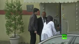 شاهد: عمال نظافة يدخلون مبنى القنصلية السعودية في اسطنبول