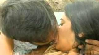 Anushka kissing scene