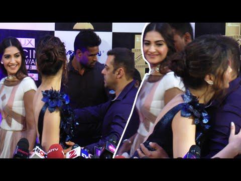 Xxx Mp4 Salman Khan Teaches Sonam Kapoor Red Carpet Behaviour 3gp Sex