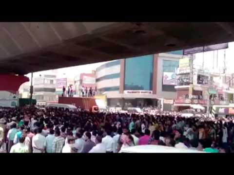 Bangalore: Garment Workers protest turns violent, Bommanahalli, Maddur