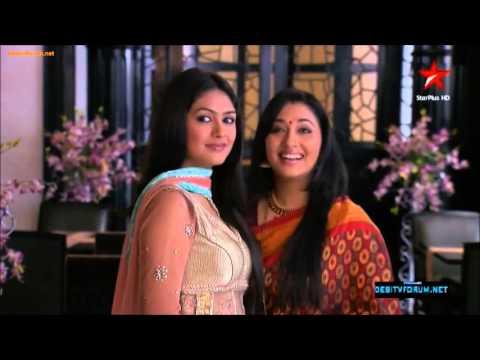 Siddarth Gauri Scene 3Gauri lovingly stares Sid