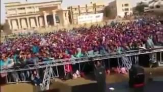 تفاعل طلاب جامعة عين شمس في حفلة تخرجهم - مع مهرجان محدش قدي للهضبة حسن شاكوش 2017