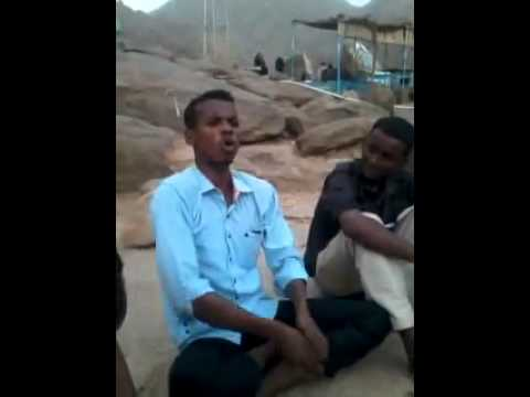 Xxx Mp4 شاعر سوداني يمدح ابوه وزودها حبتين 3gp Sex