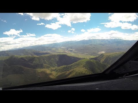 Gulfstream G5 Steep approach and landing Aspen KASE .