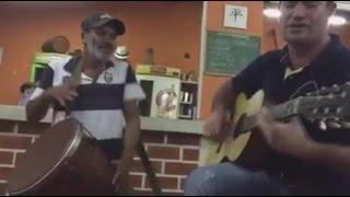 Zé da Timba e Zé Latinha Homem canta muito no bar