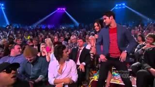 Harry Styles Twerks! + ZAYN   PERRIE Teen Choice Awards 2013)   YouTube