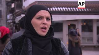 Muslim women help non-Muslims try the hijab