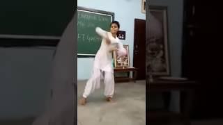 Haryanvi School Girls Dance In Classroom on Sapna Chaudhary Song- Haryanvi Chori Dance