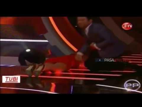 Xxx Mp4 Presentadora De TV Se Le Ve Todo Al Caerse Programa En Directo 3gp Sex