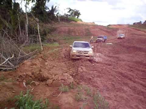 Hilux no atoleiro na BR 364 trecho entre Sena Madureira e Feijó ACRE