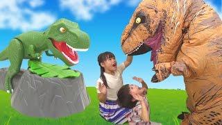 恐竜 と ドキドキザウルス 対決したよ!! ゲーム こうくんねみちゃん DINO MEAL