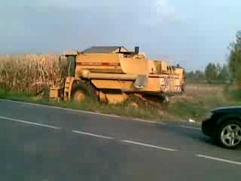2 new holland harvest mais in my field