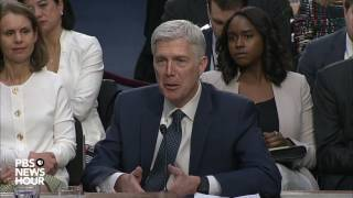 Sen. Patrick Leahy questions Judge Gorsuch about torture