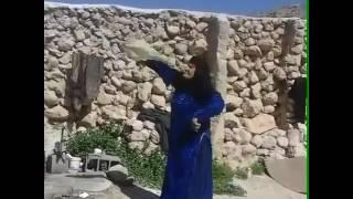 آهنگ با رقص مادر بختیاری به سلامتی مادران شاد ایرانی .