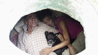 Couple Have Been Living Inside This Sewer For 22 Years, But Taking A Look Inside It Everyone's Rende